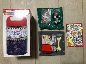 【トムとジェリー】2段ランチボックス&マクドナルドハッピーセットのおもちゃ(2種:金魚ばちをかぶったトム&スパイクにほねをあげよう)