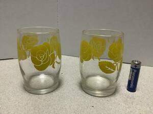 昭和レトロ珍しいバラ模様コップ薔薇バラ柄黄色2個石塚硝子アデリヤグラスADELEX