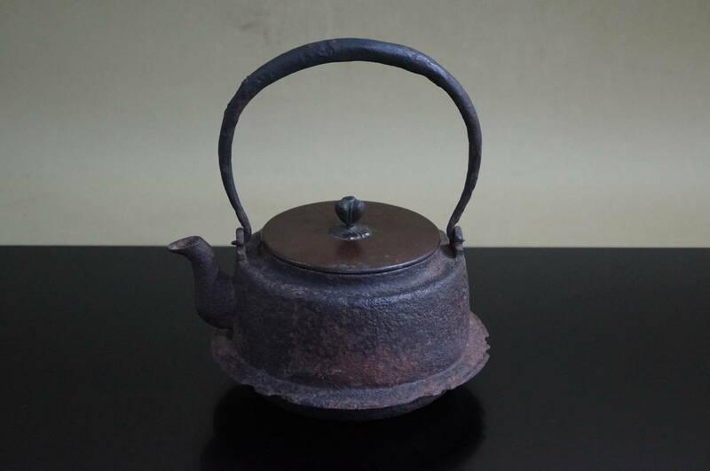 ■ 肩衝羽付鉄瓶「金森太吉」(胴印有り)★ 鐵瓶 湯沸 鉄急須 銅蓋 煎茶道具