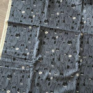 猫柄 おえかきにゃんこ ねこ ネコ メガネ猫 綿麻 グレーがかった紺色地 約110cm巾×50cm 延長可能