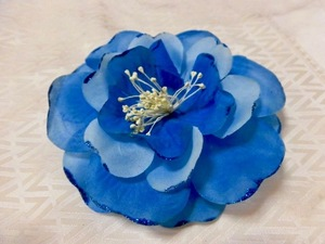 ●青い大輪の花/コサージュ/ブローチ /髪留めにも飾れる!ハワイ フラダンス
