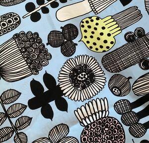 新品★marimekko はぎれ 生地 プータルフリン パルハート 30×72 水色 家庭菜園 布 花柄 マリメッコ コットン生地