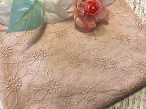 マーガレット刺繍 薄ピンク生地ハギレ