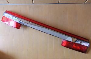 ホンダ 純正 ステップワゴン RG系 後期 リア ガーニッシュ フィニッシャー センター 中央 テール ライト ランプ レンズ P8028 (RG1 RG2)?