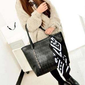 PUレザー女性スカルバッグソリッドパンクショルダーバッグファッションソフトハンドバッグブラックラージレディーストート