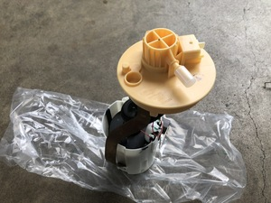 1574  フューエルポンプ アルファロメオ 916系 GTV スパイダー 燃料ポンプ 新品未使用!!
