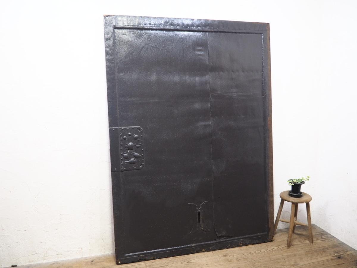 タ荷W0238◆【H193cm×W140cm】◆アンティーク◆特大◆鉄板加工の大きな古い木製蔵戸◆建具引き戸門扉ゲートオブジェ天板テーブルN(ヤE)下