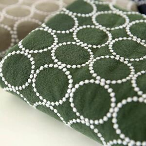 綿刺繍生地 丸柄 はぎれ  北欧風 グリーン