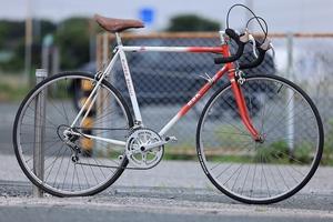 (B18) MBK ヴィンテージ自転車 レッド ホワイト ロードバイク ドロップハンドル ヨーロッパ直輸入 B18