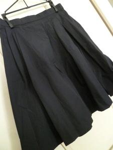 Couture brooch/クチュールブローチ△濃紺斜めタック入り薄手フレアースカート38/ワールドネイビー膝丈△BO72