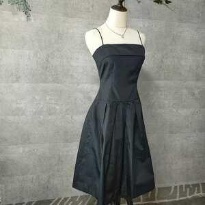 美品 STRAWBERRY-FIELDS ストロベリーフィールズ キャミソールドレス サイズ2 M ブラック 光沢感あり ひざ下丈 オケージョンワンピース