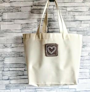 ハートの手刺繍ワッペン PVCミニトートバッグ オフホワイト 撥水防水 ランチバッグ エコバッグ ハンドメイド