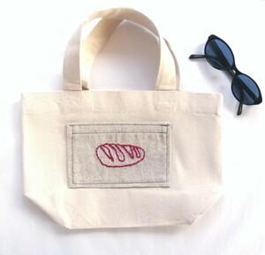 手刺繍のピンクのパンのポケット キャンバスミニトートバッグ 帆布 生成り ランチバッグ エコバッグ ハンドメイド
