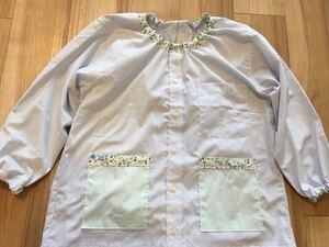 ●ハンドメイド●ワイシャツリメイクスモック 長袖 花柄*ストライプ 小学校 図工 習字 女の子