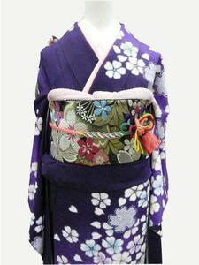 中古 振袖 正絹 訳有 試着品 紫地に鹿の子模様 花びら 桜 着丈158.5cm裄64.8cm 018 送料無料