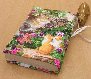 28 B ハンドメイド 手づくり 文庫本② ブックカバー 花園 ピンクの花 綺麗 いろんな花 猫 ねこ ネコ キャット cat プレゼント 贈り物