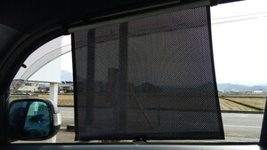 サンシェード 日除け 車用 ロール式 紫外線UVカット 遮光 車内温度低下 ロール式自動伸縮 簡単取付 収納便利