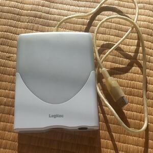 フロッピーディスクドライブ USB Logitec FDD 外付けです。