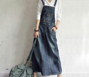 可愛過ぎる色落ち加工されたサロペットタイプのスカート