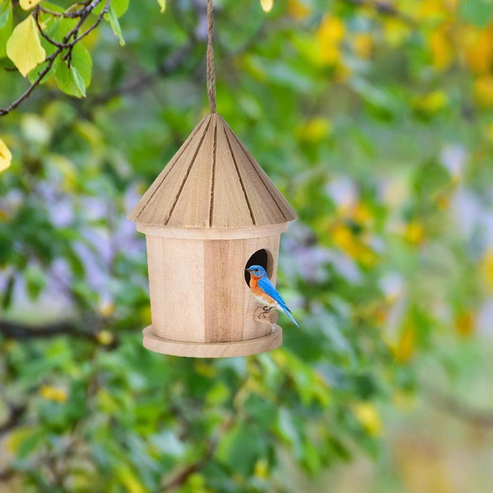 庭木用ぶら下げ型の鳥の巣箱 小鳥を庭に呼び込める 木製でかわいいとんがり屋根型 ガーデニングに a