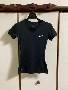 ★NIKE PRO★カッコイイ!黒の半袖Tシャツ(送料込み)