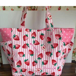 イチゴ柄両サイドポケットトートバック
