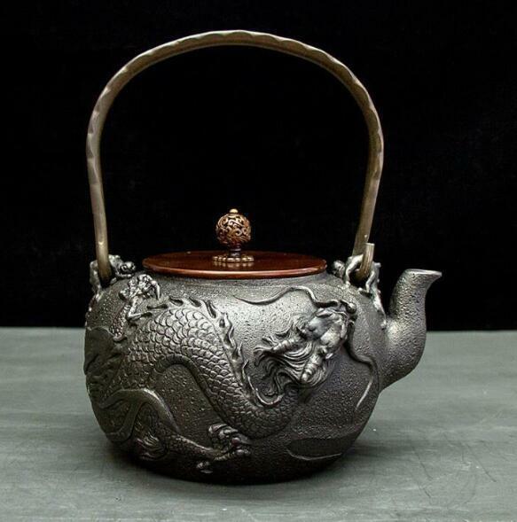 人気新作!ハンドメイド 鋳鉄製の壷 鉄びん ハンドメイド やかんを沸かす コーティングなし ティーポット お茶の道具 1.3L 未使用11000