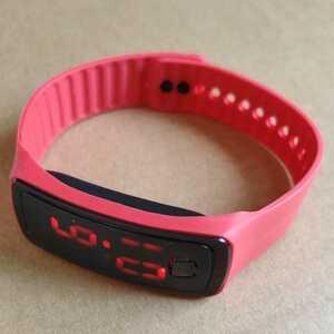 ◆LED 腕時計 スポーツウォッチ 高精細デジタルスクリーン ブレスレット時計 レッド