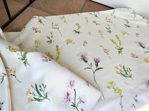 可愛らしいお花柄の遮光カーテン生地(210×60cm) イエロー&ピンク★張りのある丈夫なファブリック 布地はぎれ材料☆光沢感 オフホワイト