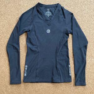 SKINS スキンズ インナー アンダー シャツ 長袖 ロングTシャツ Sサイズ 黒 レディース インナーシャツ インナーウェア