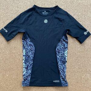 SKINS スキンズ A200 コンプレッションインナー スポーツシャツ インナー アンダー Mサイズ 黒 トップス インナーシャツ 半袖