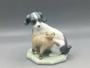 リヤドロ LLADRO 犬 猫 置物 フィギュリン 陶器 陶器人形 ナオ