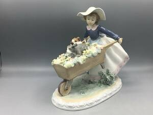 リヤドロ LLADRO 乗せてあげる 少女 犬 置物 フィギュリン 陶器 5460 陶器人形 子犬 花