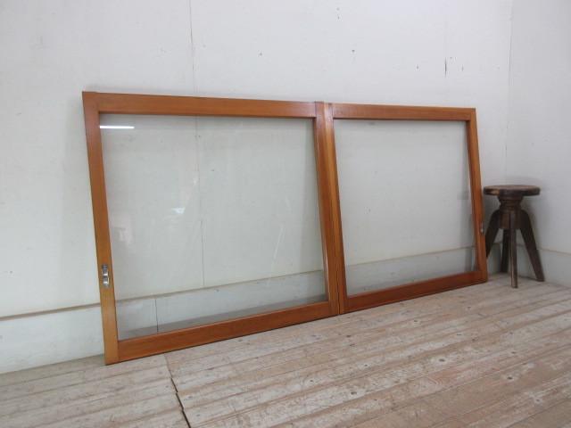 古い木味1枚ガラスの窓2枚組B217    アンティーク建具引き戸扉ドア戸窓玄関店舗什器カフェ什器無垢材古家具