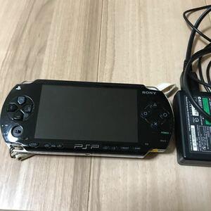 PSP1000本体、アダプター付き