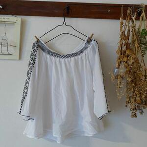 ニコアンド トップス(4)白いシャツ、ブラウス 半袖ブラウス