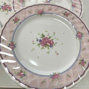 直径24cmの花柄のお皿。メラミン樹脂。