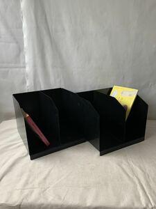 2仕切り黒いアイアン製ブックスタンド本立て2個セット インテリアディスプレイ古道具アンティークビンテージインダストリアル工業系什器鉄
