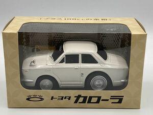 即決有★プルバックカー トヨタ TOYOTA 初代 カローラ COROLLA 白★ミニカー