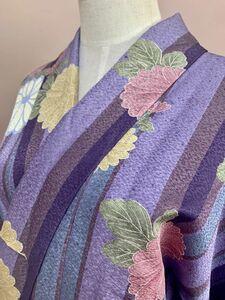 婦人 着物 小紋 袷 広衿 ポリエステル 綸子 藤紫色や水浅葱色などの縦縞に菊花紋様 お出かけに コスプレに 日本製 保管品