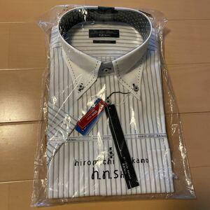 送料無料 新品 hiromichi nakano メンズワイシャツ サイズLL カッターシャツ 半袖 襟周り43 ボタンダウン 白ストライプ細身 形態安定