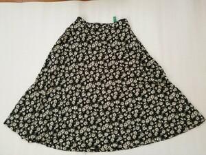 ロング丈フレアスカート(ネイビー色・花柄) Mサイズ