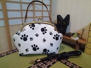肉球 足跡 犬 猫 白 アニマル がま口 ショルダー バッグ ハンドメイド 斜めかけ 和装 着物 お散歩 コスメ ポーチ サブバッグ コンパクト