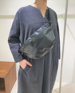 新品 ユニセックス DESCENTE × Plantation ボディバッグ 撥水 黒 軽量 デサント プランテーション ショルダーバッグ