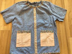 ●ハンドメイド●ワイシャツリメイクスモック 半袖 花柄 小学校 図工 習字 デニム風 女の子