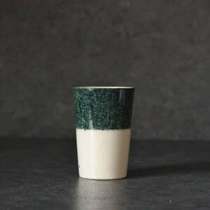 濃緑の吹墨のある筒盃