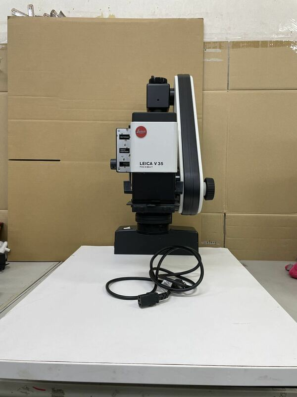 Leica FOCOMAT V35 通電確認のみ、その他未確認ですからジャンク品、引き取り可能、着払い発送可能、レズ無いです,上の蓋はジャンク品