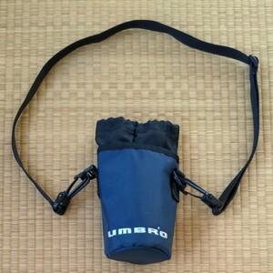 ペットボトルホルダー UMBRO 500ml 紺 (株)デサント UJA7122 外側:ナイロン製 内側:簡易保冷/保温加工