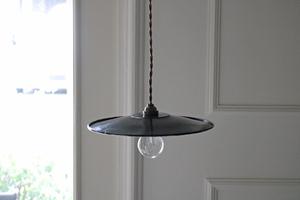 【merci】I* 黒 ホーロー 吊り下げ ランプ フランスアンティーク/陶器 北欧 照明 カフェ イギリス 真鍮 レトロ 店舗 什器 アトリエ
