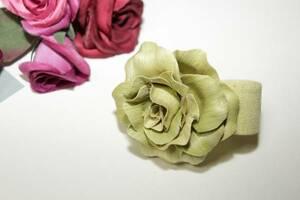 新品同様ウッド素材が素敵ライムグリーン薔薇ブレス